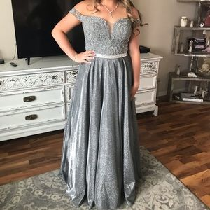 Dresses & Skirts - Gorgeous Silver shimmer Gown prom petite 4 6
